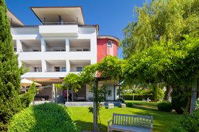 Neue Fassade und Hotelgarten