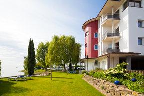 Hotelgarten und Liegewiese