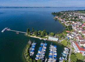 Seehof mit Hafen und Schiffsanleger