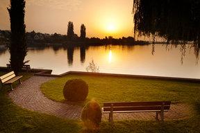 Sonnenuntergang an hauseigener Liegewiese.
